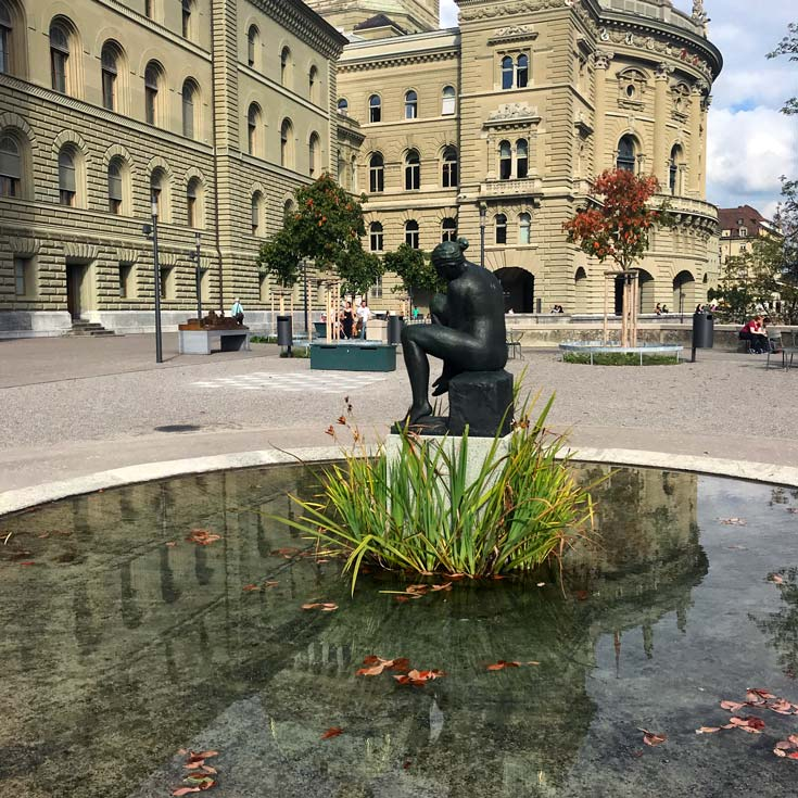 FOUNTAIN IN FRONT OF parliament-house-bern