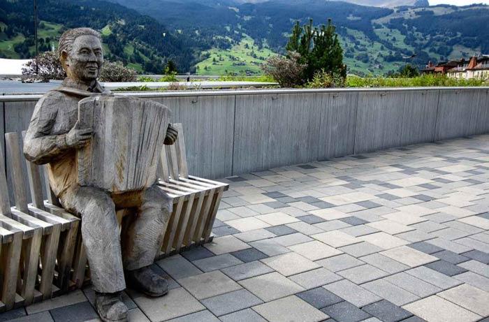 sculpture in grindelwald-switzerland