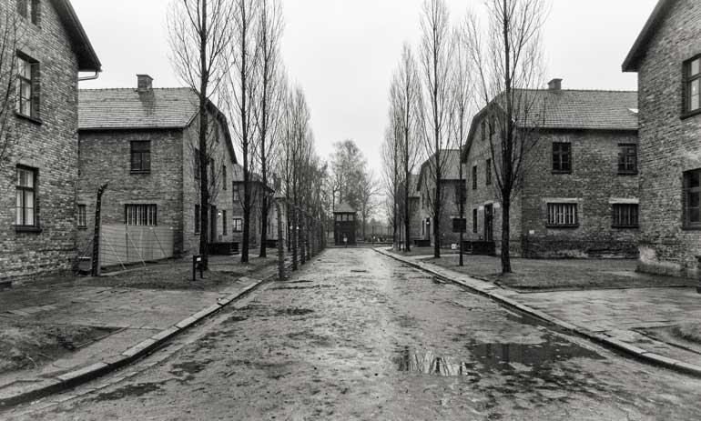 buildings around Roll call square: Auschwitz I