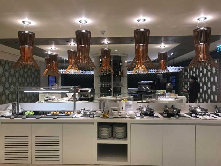 Qatar Airways Lounge Bangkok Airport: Breakfast Buffet
