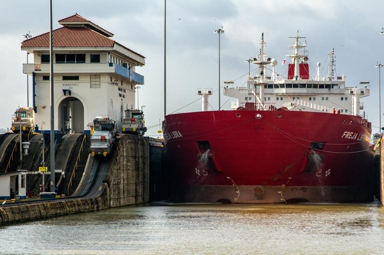 panama-canal-millaflores-locks