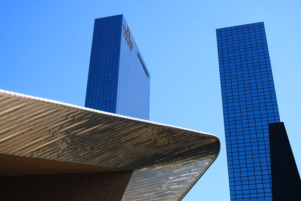 rotterdam-centraal-station rood against adjacent blue towers