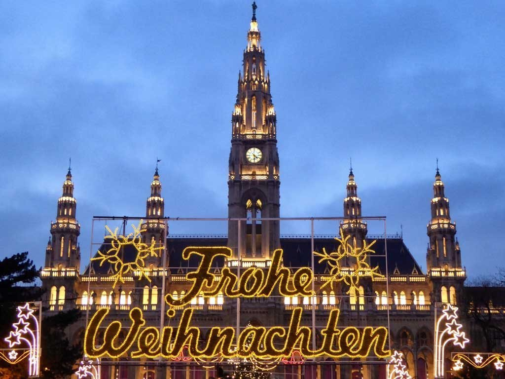 rathaus-vienna-on-christmas-dau