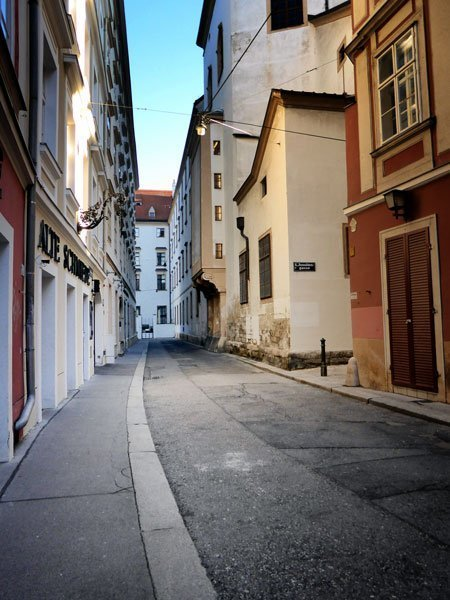 narrow street lined with old buildings in vienna