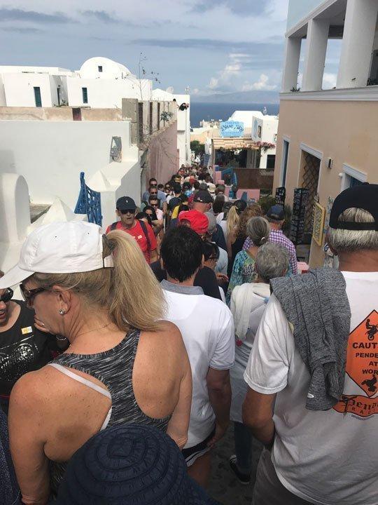 crowds-in-oia-santorini