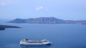 cruise-ship-anchored-off-santorini