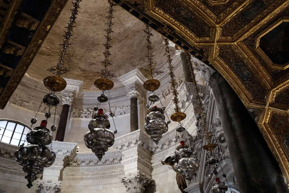 lanterns hanging from ceiling in st Domnius Cathedral, Split