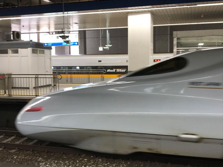 japan-shinkansen-train passing platform