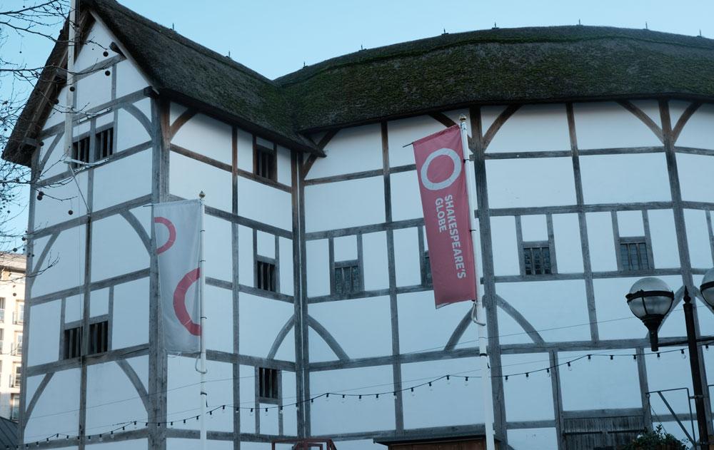 exterior of shakespeares globe theatre london