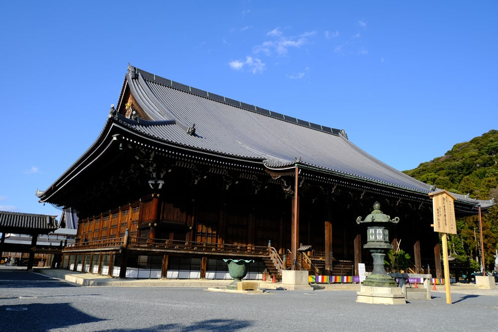 main temple building of chion in in kyoto against a blue sky
