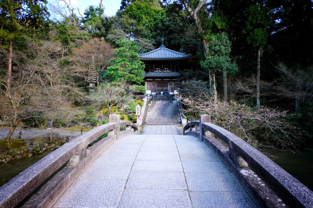 bridge leading to temple building of chion-in in kyoto japan