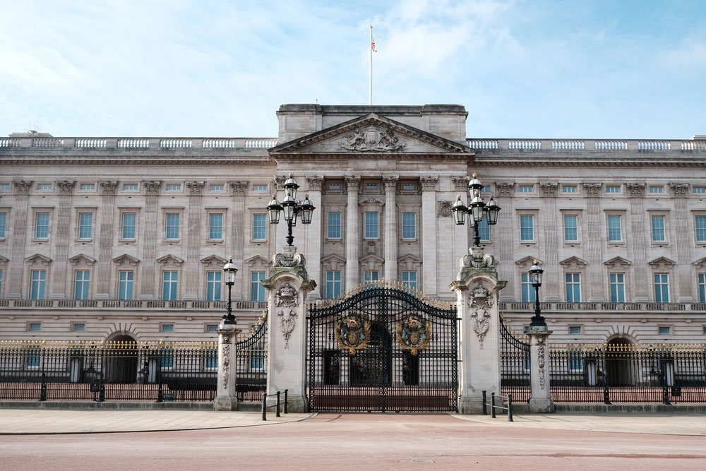 gates and colonnaded facade of buckingham palace