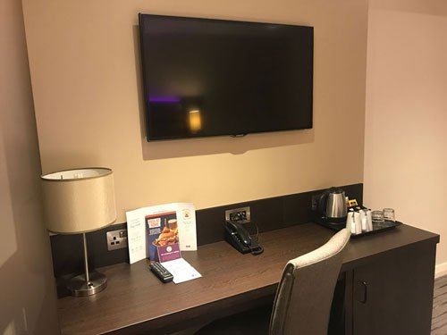 hotel desk with tray for hot drinks phone and lamp