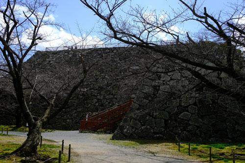 stone walls of ruined fukuoka castle