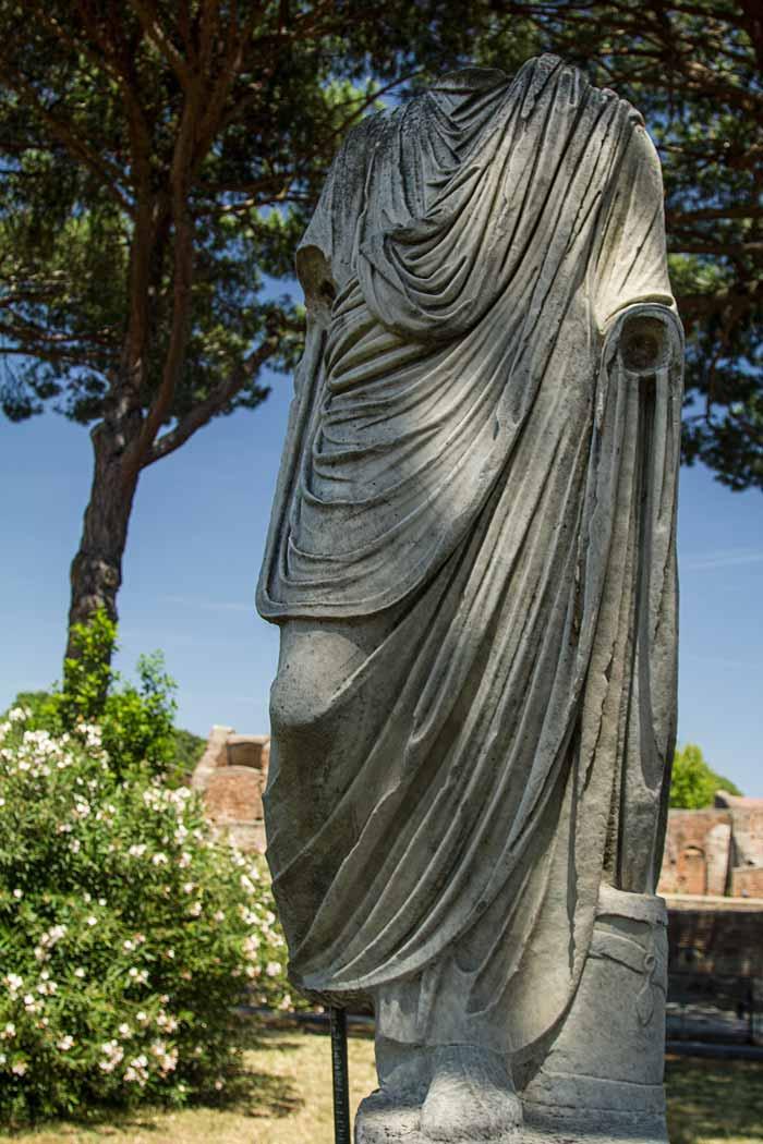 headless roman statue